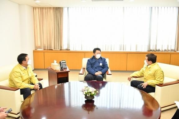 박성일-김재천, 현대차 방문